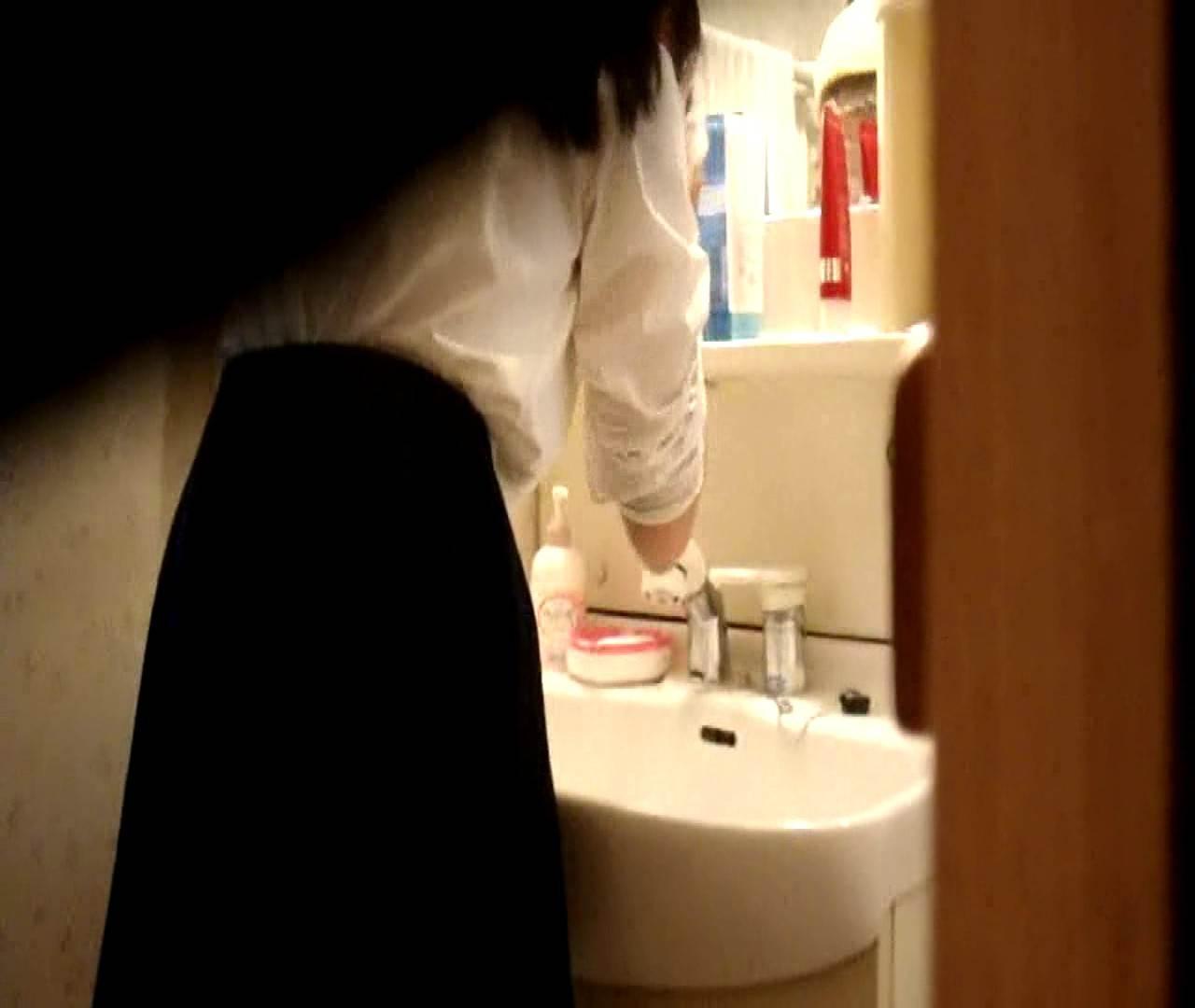 vol.5 まどかが帰宅後の洗顔後にブラを洗ってます。 0   エロいOL  43枚