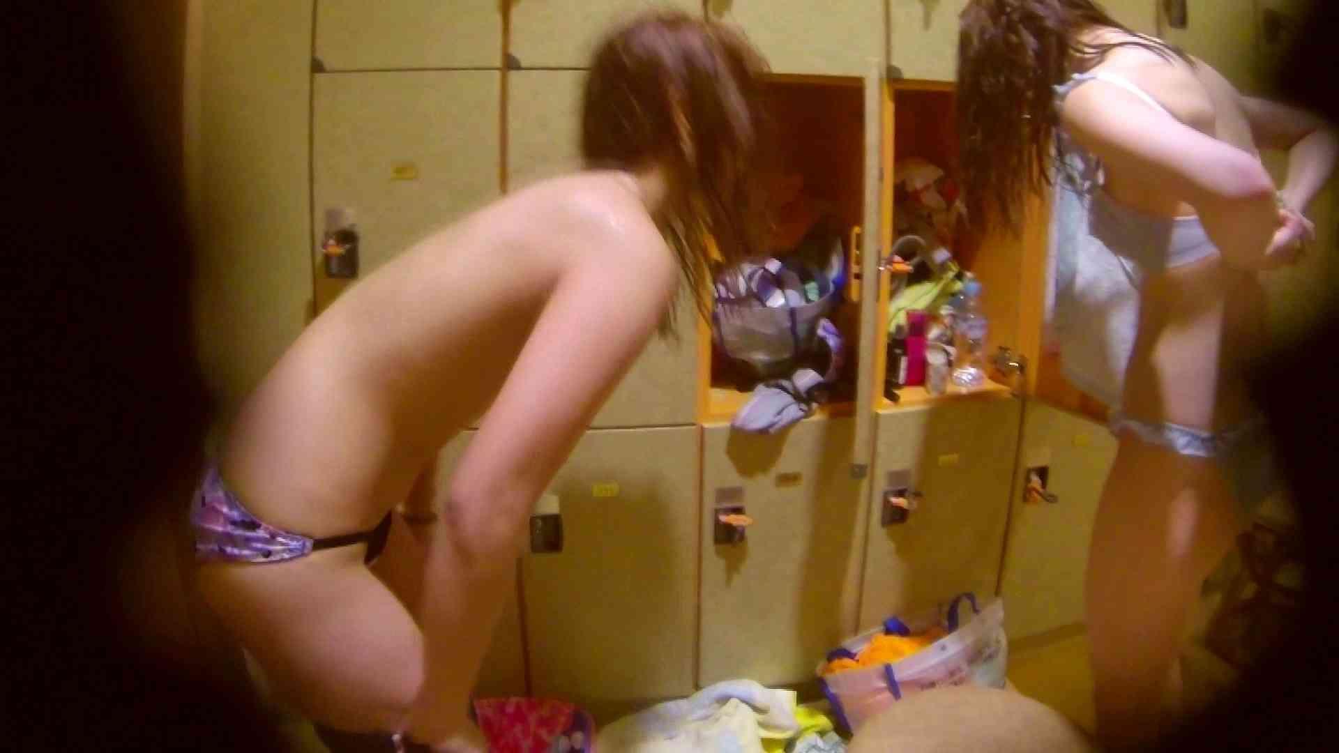 追い撮り!脱衣~洗い場、そして着替え、髪を乾かすまで完全追跡。  108枚