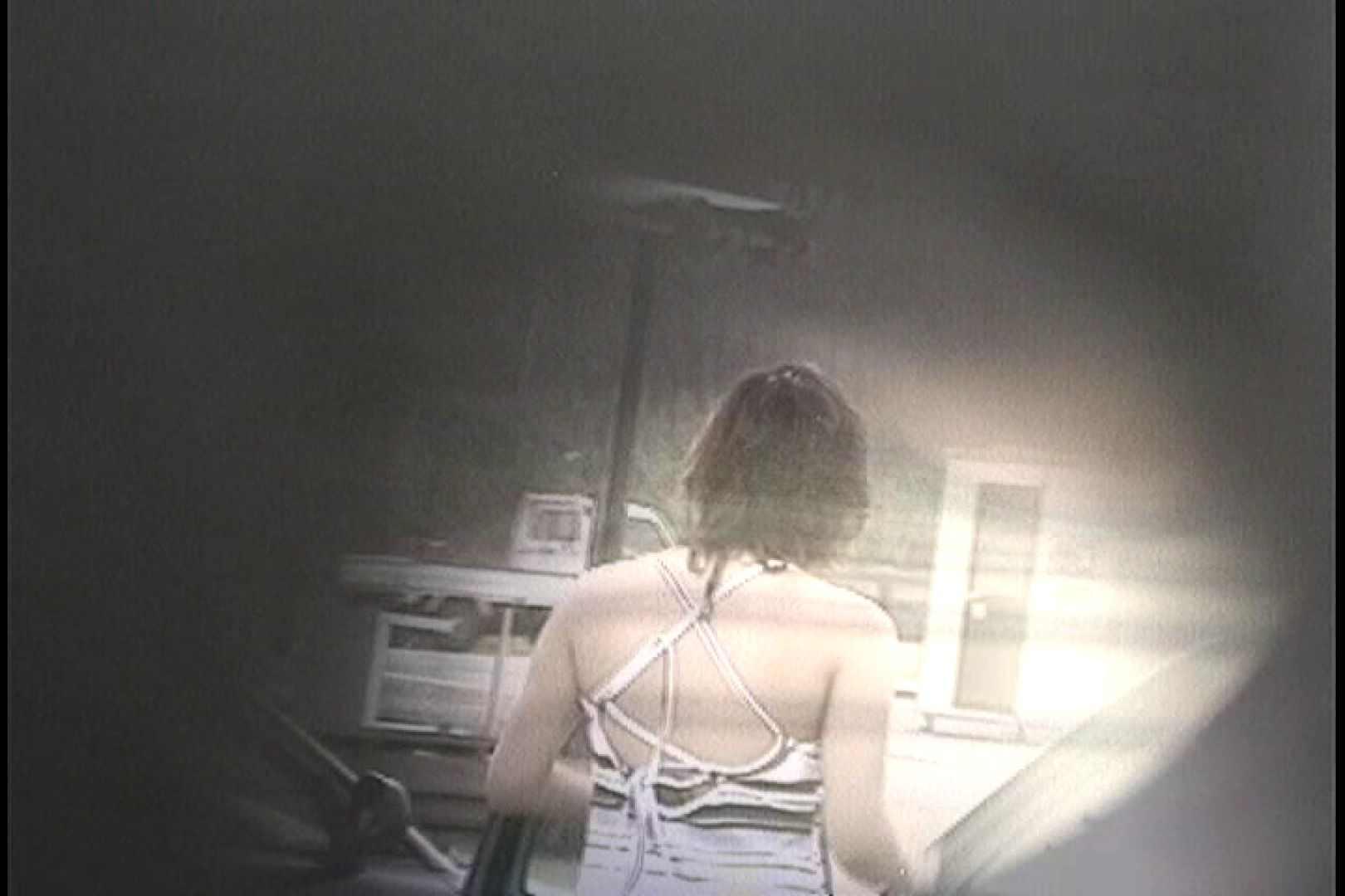 No.16 アニマル柄の水着 レースのパンツにナプキンを装着する金髪お女市さん 接写 のぞき動画キャプチャ 26枚