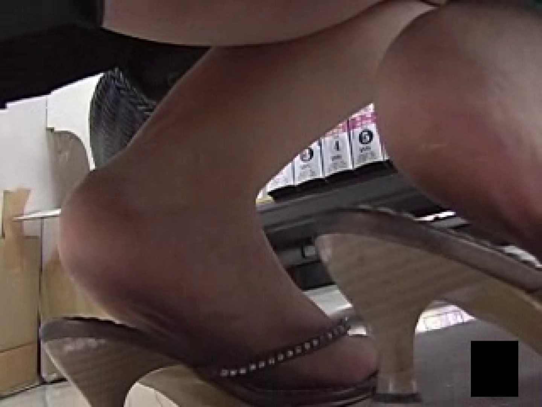 股間に接近しゃがみパンツ ハプニング スケベ動画紹介 38枚