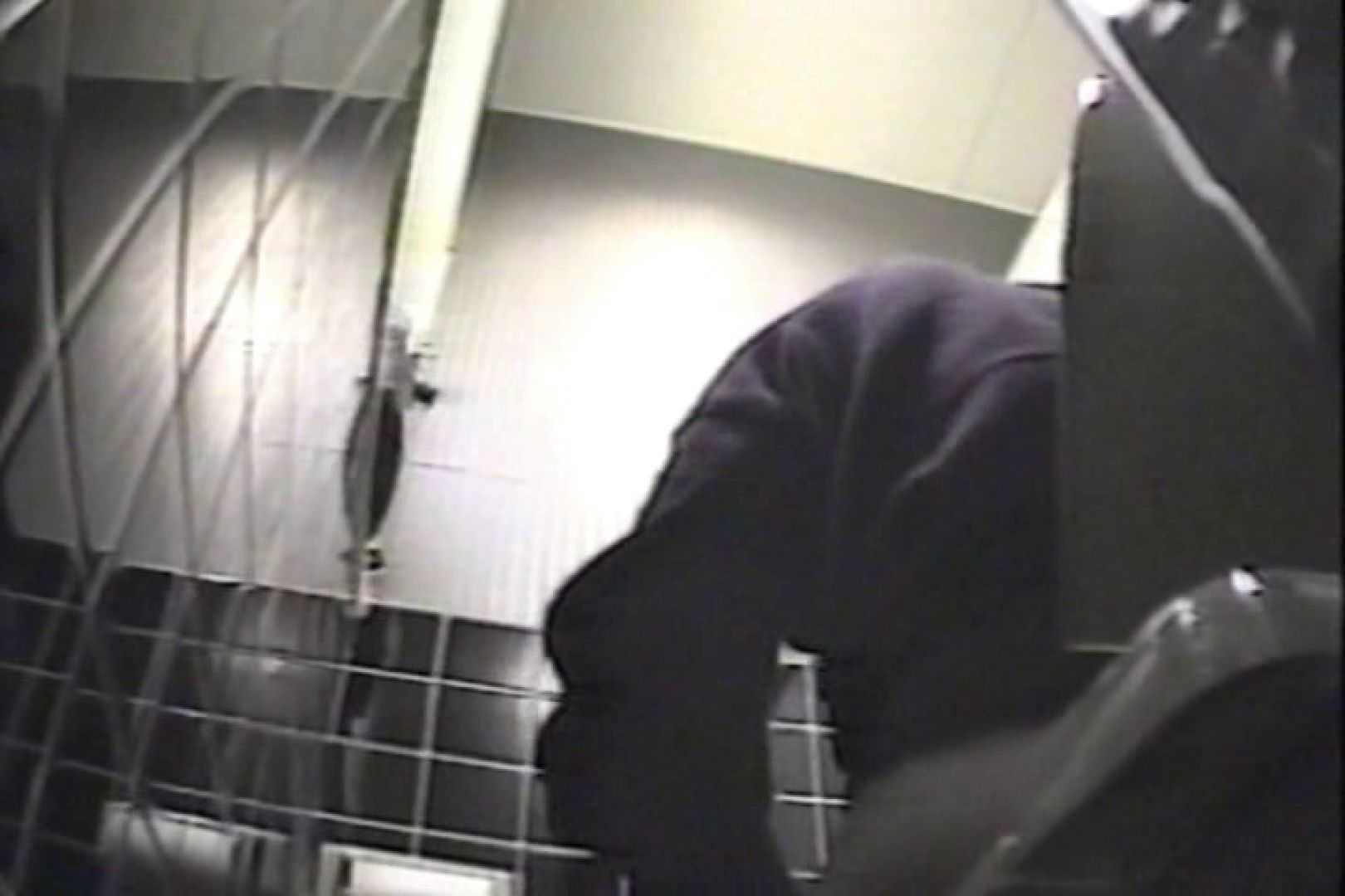 盗撮 女子洗面所3ヶ所入ってしゃがんで音出して プライベート オマンコ無修正動画無料 82枚