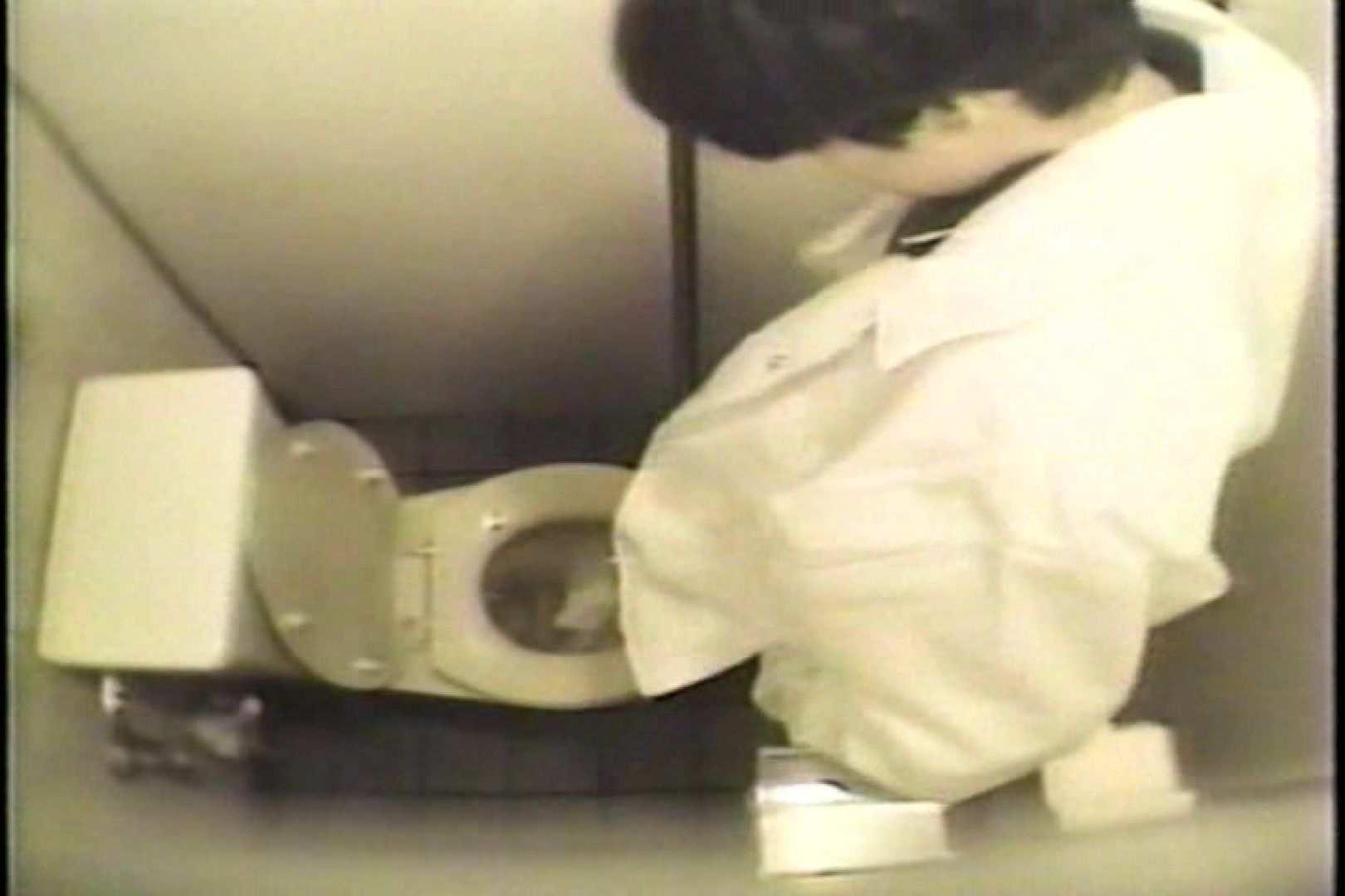 盗撮 女子洗面所3ヶ所入ってしゃがんで音出して 和式 オマンコ動画キャプチャ 82枚