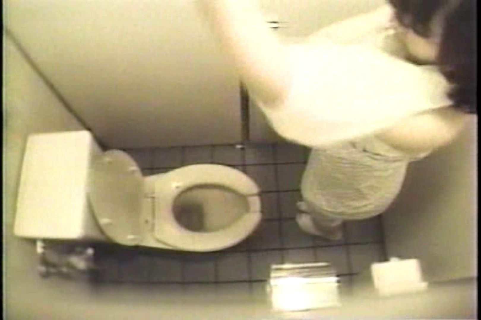 盗撮 女子洗面所3ヶ所入ってしゃがんで音出して 0 | 0  82枚
