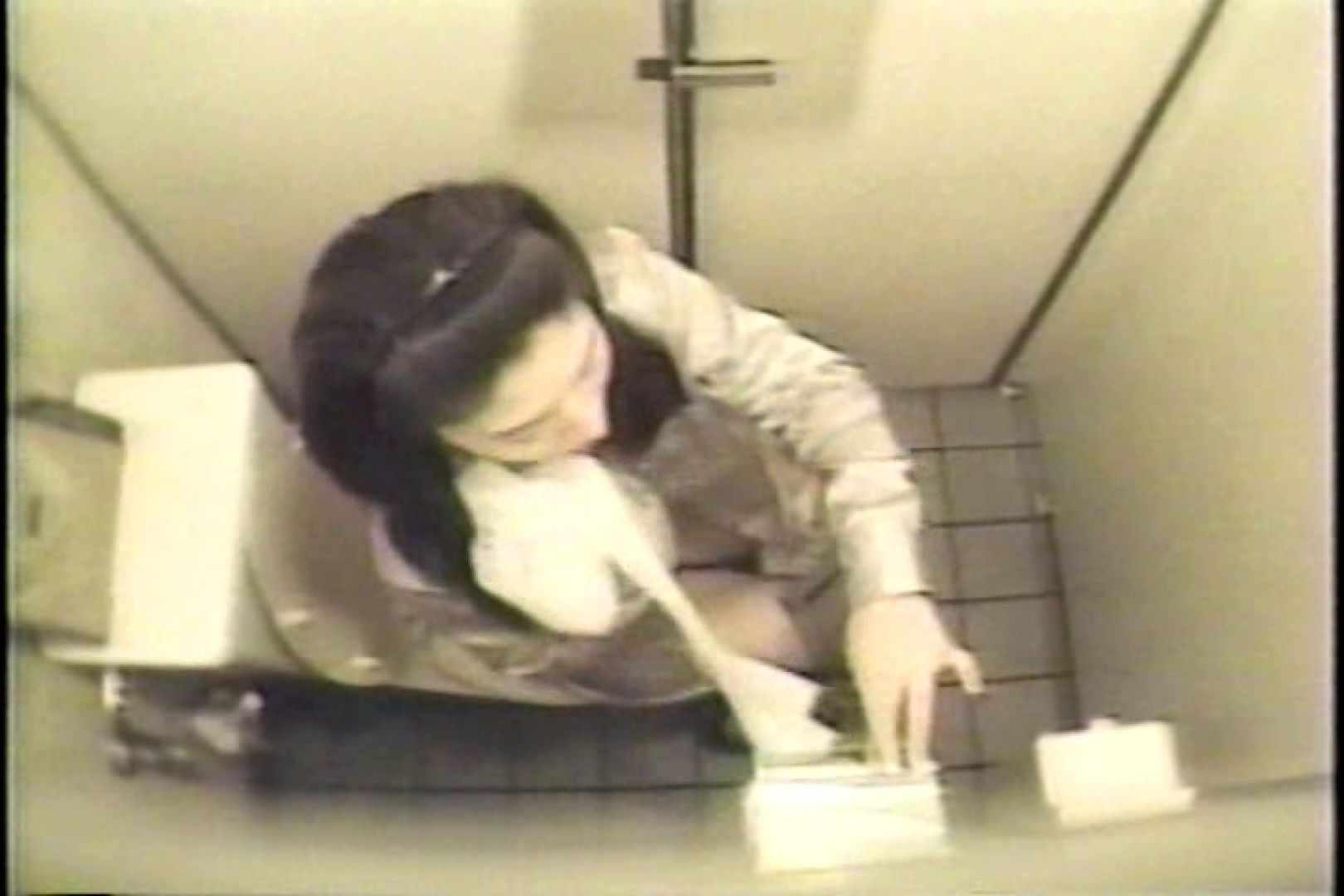盗撮 女子洗面所3ヶ所入ってしゃがんで音出して 洗面所 オマンコ動画キャプチャ 82枚